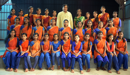 kalamandalam gopalakrishnan with female students at kathakali school